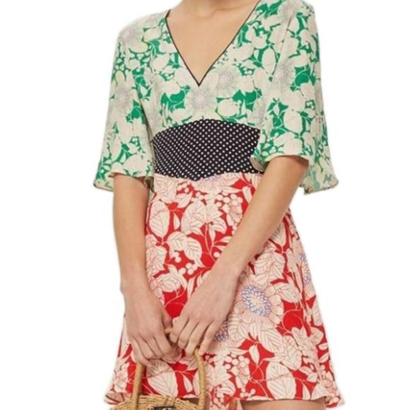 d183dc9a38 Topshop Mix Floral Print Mini Dress. M 5b475e6fbaebf632d3814bd8